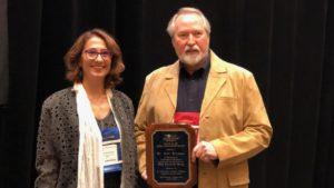 hinshaw accepts aquaculture society award